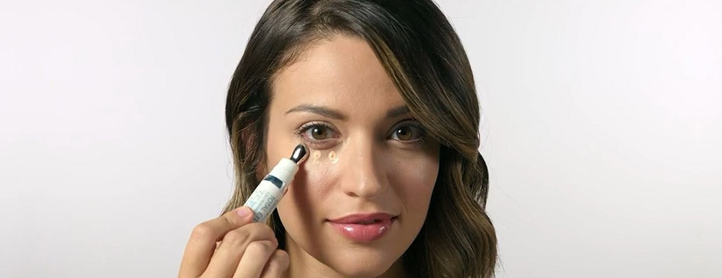 Woman using Colorescience Total Eye 3-in-1 Renewal Therapy. How to use Colorescience Total Eye 3-in-1 Renewal Therapy.