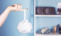 Should I Use a Shower Loofah, Washcloth or My Hands to Clean My Skin?